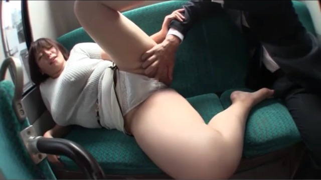 【巨乳】バスで豊満爆乳痴女に遭遇!まん…