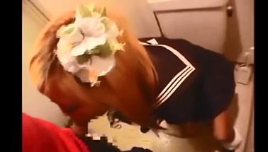 【個人撮影】マンバギャルがトイレ内フェラ抜き!超エロディープスロートでどぴゅどぴゅ!